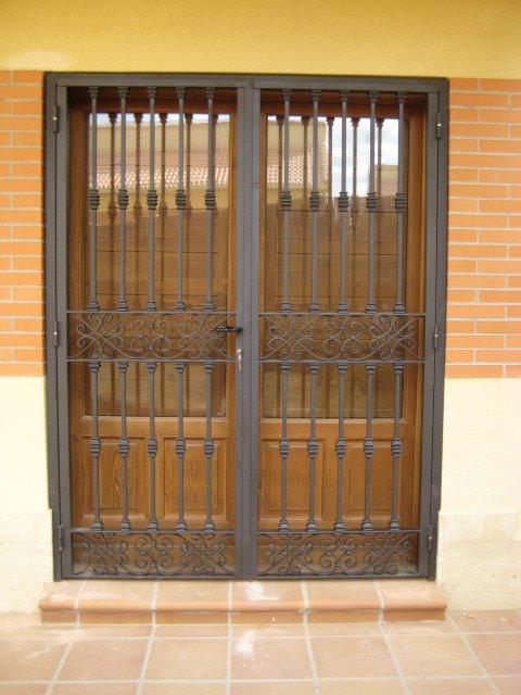 Disenos de puertas de rejas pictures to pin on pinterest for Diseno de puertas