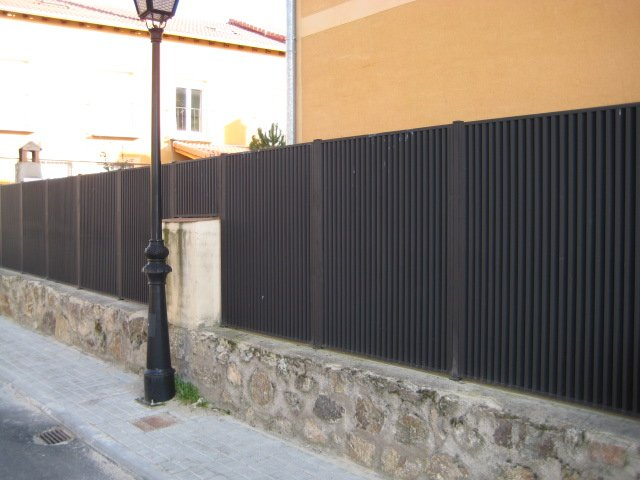 Vallas de cerramiento for Valla metalica jardin